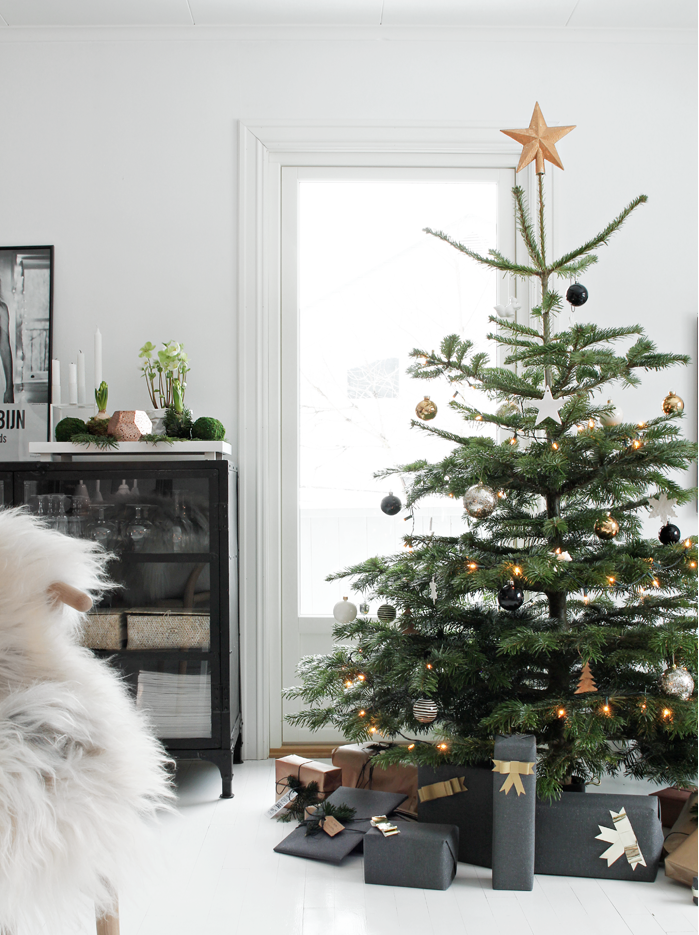 Christmas Tree-Home_via Stylizimoblog